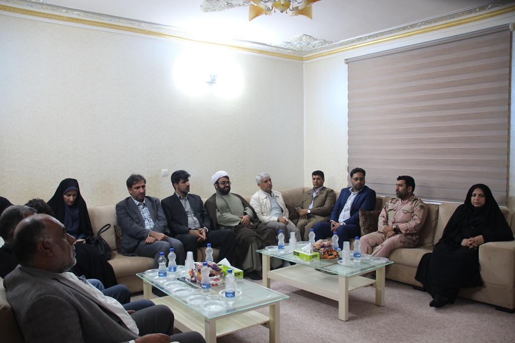 دیدار مسئولین شهرستان قشم با امام جمعه اهل سنت شیخ عبدالرحیم خطیبی (1)