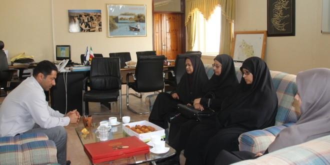 تجلیل از کارمندان زن به مناسبت روز زن در شهرداری قشم