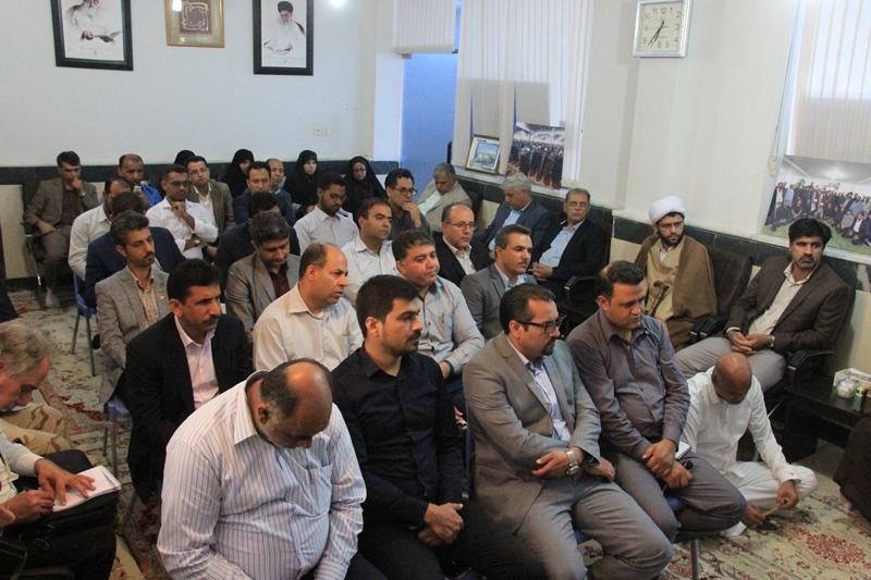 دیدار مسئولین شهرستان با امام جمعه شهرستان در هفته دولت