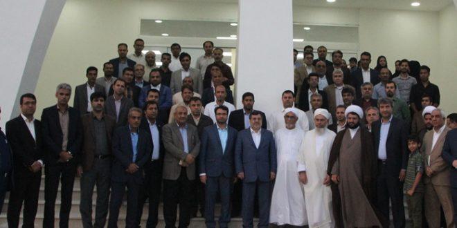 افتتاح ساختمان شهرداری قشم به دست استاندار