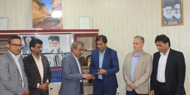 تجلیل شهردار قشم توسط اعضای شورای اسلامی شهر